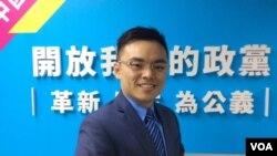 中国国民党中央文传会副主委洪孟楷 (美国之音申华拍摄)
