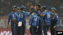 پی سی بی کے شیڈول کے مطابق پاکستان اور سری لنکان کے درمیان تین ون ڈے میچز کراچی اور تین ٹی ٹوئنٹی میچز لاہور میں کھیلے جائیں گے۔ (فائل فوٹو)