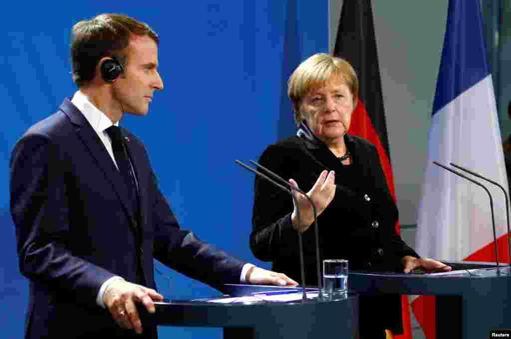 رهبران فرانسه و آلمان در یک بیانیه مشترک از روسیه خواستند گروگان های اوکراینی را آزاد کنند و رفت و آمد آزادانه کشتی ها از طریق تنگه کرچ دوباره برقرار شود. یک ماه پیش تنش در این تنگه موجب درگیری بین روسیه و اوکراین شد.