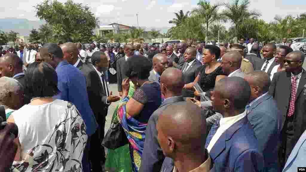 Plus d'un millier de personnes, ont assisté à la cérémonie en l'hommage de l'ex-président burundais, ke 16 mai 2016.