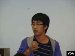 向余杰提問的中國留學生