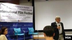지난 9일 영화제 '전쟁 성 폭력-치유되지 않은 상처에 대한 영화'가 개최된 워싱턴 시내 아메리칸대학교 매킨리 극장에서 마이크 혼다 의원이 연설하고 있다.