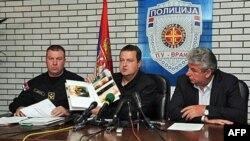 Ministar unutrašnjih poslova Ivica Dačić na konferenciji za novinare u Policijskoj upravi Vranje u prisustvu direktora policije Milorada Veljovića i komandanta Žandarmerije Bratislava Dikića.