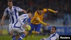 Le FB Barça contre le Real Madrid à San Sebastian, Espagne, le 9 avril 2016.
