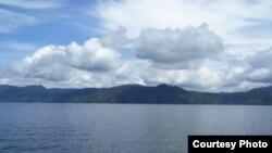 Awan menggantung di Danau Toba, Sumatera Utara. (Foto: Dok)