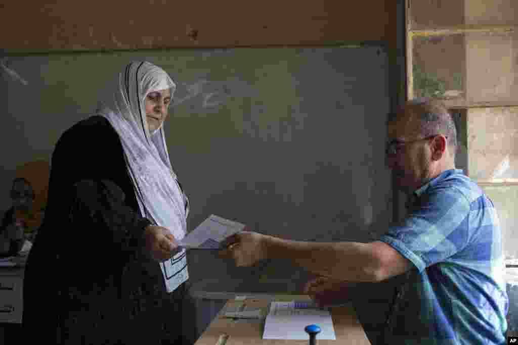Irak Kürt Bölgesel Yönetimi (IKBY) bağımsızlık referandumu için sandık başına gitti. 5 milyonun üzerinde seçmenin oy kullanması için 12 bin noktada sandık kuruldu. IKBY dışında olanlar ise elektronik oylama uygulaması ile referanduma katıldı