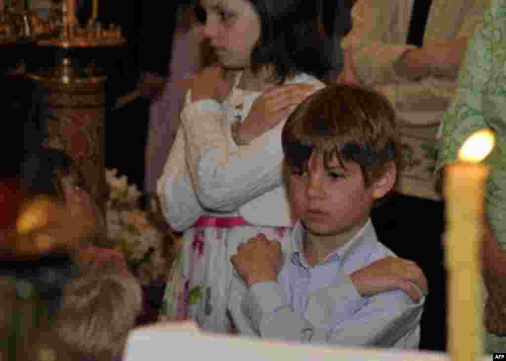 Детский крестный ход на пасхальной седмице