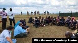 Ntoma ya Amerika na Kinshasa, Mike Hammer, na balakisi bilongi na ya kabila na Minembwe, Mikende mpe Bijombo, Sud-Kivu, 30 septembre 2020. (Twitter/Mike Hammer)