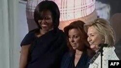 Znj. Klinton, Obama nderojnë 10 veprimtare në Ditën e Gruas