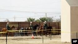 Des agents de la police aux frontières arrêtent des migrants venus de Tijuana au Mexique, San Diego, le 19 octobre 2017