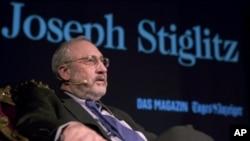 Joseph Stiglitz, prix Nobel en 2001, est régulièrement cité par Marine Le Pen.