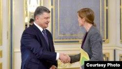 乌克兰总统波罗申科在基辅与美国驻联合国大使鲍尔举行会晤(2015年6月10日)