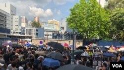 元朗7.27市民自發遊行抗議警黑涉嫌合作 (美國之音圖片/海彥拍攝)