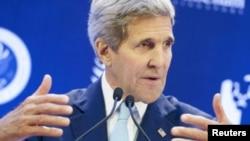 د متحده ایالتونو د بهرنیو چارو وزیر، جان کېري، سینگاپور ته د خپل سفر پر مهال ددې ټولنې پر ځینو اهدافو رڼا واچوله