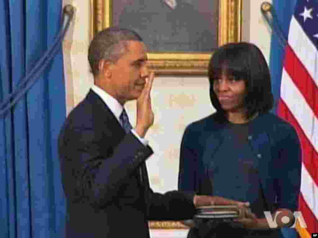 Prezident Barak Obama və birinci xanım Mişel Obama Ağ Evdə andiçmə mərasimi zamanı