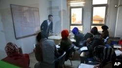 2015年4月22日叙利亚难民参加英语语言学习