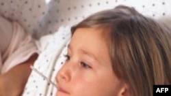 Bác sĩ khuyên cha mẹ bình tĩnh khi trẻ em nóng sốt