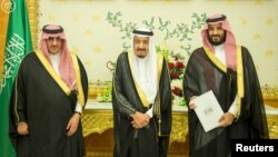 (L-R) Saudi Crown Prince Mohammed bin Nayef, Saudi King Salman, and Saudi Arabia's Deputy Crown Prince Mohammed bin Salman stand together as Saudi Arabia's cabinet agrees to implement a broad reform plan known as Vision 2030 in Riyadh, April 25, 2016.