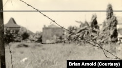 Kawat Berduri oleh Brian Arnold. (Foto: Brian Arnold)