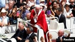 """El pontífice advirtió sobre la tentación de atenerse a """"nuestro grupito, las cosas y la gente que nos gustan""""."""