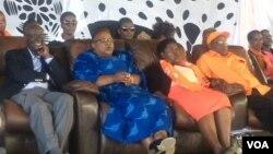 UMnu. Sam Siphepha Nkomo, UNkosikazi Joice Mujuru, uNkosikazi Lucia Matibenga loMnu. Gorden Moyo