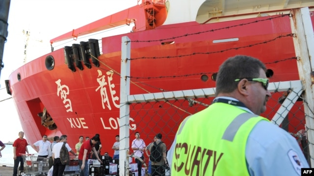 Chinese Antarctic research icebreaker Xue Long prepares to depart Fremantle Habor on March 21, 2014, as at least seven Chinese ships are reported to head for the southern Indian Ocean, where possible debris from a missing Malaysia Airlines MH370 plane has
