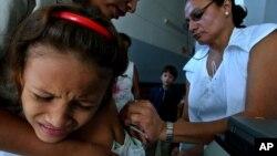 Anak-anak di Managua, Nikaragua menerima vaksinasi campak (foto: ilustrasi).