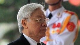 Tổng Bí thư Nguyễn Phú Trọng đến dự lễ kỷ niệm 85 năm ngày thành lập đảng cộng sản Việt Nam tại Hà Nội, ngày 2/2/2015.