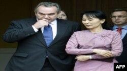 آنگ سان سوچی از ارتش برمه برای اجازه دادن به وی برای دیدار با یک مقام آمریکایی سپاسگزاری کرد