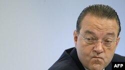 Ông Oswald Gruebel phản ứng trong một cuộc họp báo tại Zurich (ảnh tư liệu năm 2009).