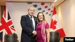 ၿဗိတိန္ႏိုင္ငံျခားေရးဝန္ႀကီး Boris Johnson နဲ႔ Canada ႏိုင္ငံျခားေရး ဝန္ႀကီး Chrystia Freeland ။