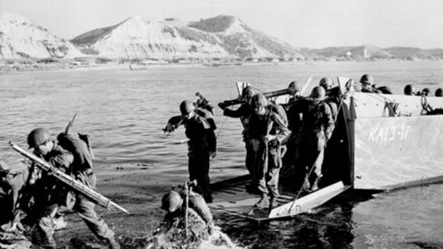 American troops land at Pohang on the east coast of Korea in July 1950