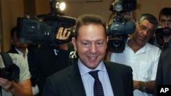 Menteri Keuangan Yunani, Yannis Stournaras dan para pejabat Yunani mengadakan pertemuan soal rencana penghematan dengan kreditor internasional (foto: dok).