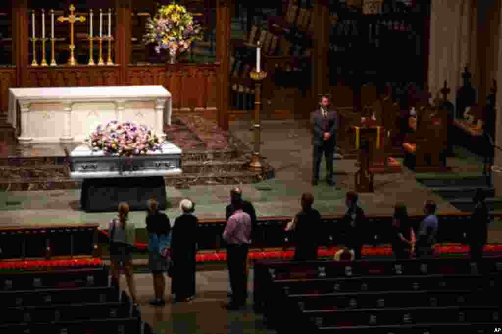 مراسم وداع با «باربارا بوش» همسر و مادر دو رئیس جمهوری آمریکا