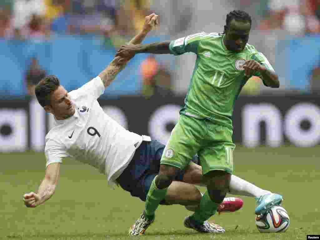برازیل میں جاری فٹبال ورلڈ کپ کے ناک آؤٹ مرحلے میں فرانس نے نائجیریا کو صفر کے مقابلے میں دو گول سے شکست دی۔