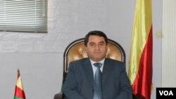 Abdulkarim Omar, ajejwe imigenderanire n'amakungu mu butegetsi bw'abarwanyi b'umuhari SDF batwara uburengero bwa Siriya.