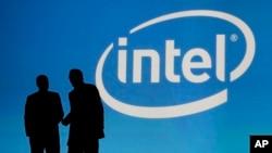 El mayor fabricante de chips para computadora del mundo, Intel, está comprando a la empresa diseñadora de chips, Altera.