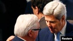 美國國務卿克里在慕尼黑安全會議上與德國外長斯泰因邁爾。