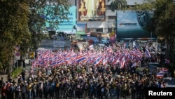 Anti-government protesters march to ministries and other state bodies in central Bangkok, Jan. 15, 2014.