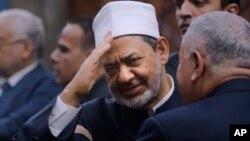 Sheikh Ahmed el-Tayeb, Imam Besar Al-Azhar (tengah).