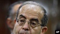 11일 기자회견에서 질문 받는 리비아 국가과도위원회 마무드 지브릴 위원장