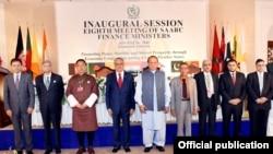 지난달 말 파키스탄에서 열린 남아시아지역협력연합(SAARC) 재무장관회의에서 각국 장관들이 기념촬영을 하고있다. (자료사진)