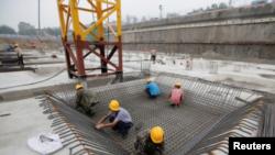 Foto de archivo: Trabajadores en una construcción en Pekín, China, el 20 de julio de 2017 REUTERS / Jason Lee