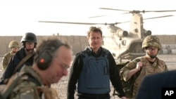 British Prime Minister David Cameron (C) arrives at Lashkar Gah base, Afghanistan on an unannounced trip, 7 Dec 2010