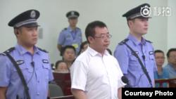 被控涉嫌煽动颠覆国家政权罪的维权律师江天勇在长沙中级人民法院出庭受审。(长沙中院官方微博照片,2017年8月22日)