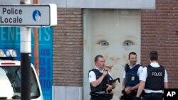 벨기에 남부 도시 샤를루아에서 6일 여자 경찰관 2명이 괴한의 피습을 받은 사건이 발생했다.