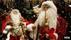 Estatuas de Santa Claus, cuyo recorrido es seguido detenidamente por la Defensa Aérea de Estados Unidos.