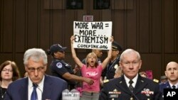 Le chef d'Etat-major interarmes, le général Martin Dempsey, lors d'audiences publiques au Congrès (AP)