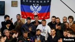 Wakil-wakil separatis pro-Rusia di Donetsk, Ukraina timur menegaskan Kamis (8/5), mereka akan tetap melakukan referendum hari Minggu 11/5.
