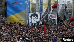 Pendukung mantan Presiden Georgia Mikheil Saakashvili berdemo di pusat Kota Kyiv, Ukraina, 10 Desember 2017.